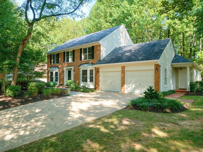 A Beautifully Maintained Van Metre Colonial in N. Reston!