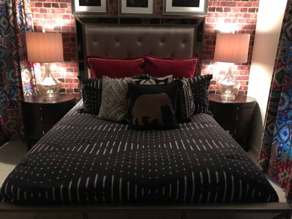 Queen Size Mirror/Tufted Bed