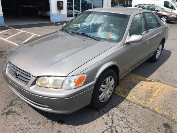 ***2000 TOYOTA CAMRY LE***
