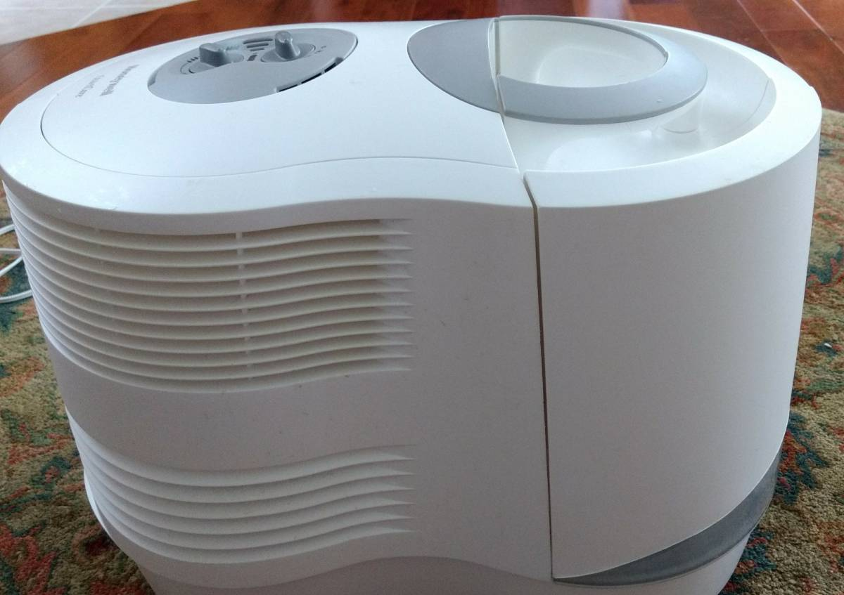 Honeywell Cool Moisture Humidifier with Extras